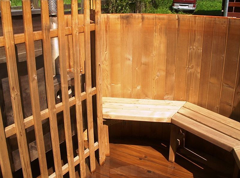 adelaparvu.com despre ciubar din lemn, minispicine sub forma de butoi, Foto Verkauf Gheorgheni (3)