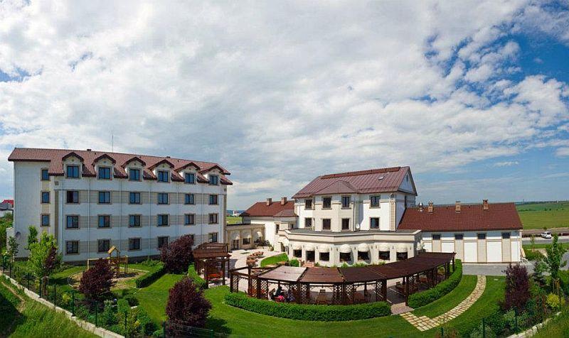 adelaparvu.com despre restaurant Mosaik si Hotel  Sonnenhof Suceava, Foto George Boicu (1)