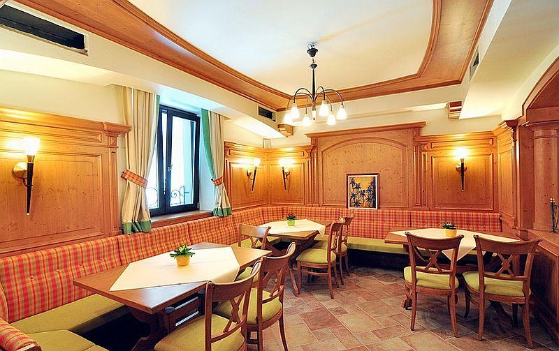 adelaparvu.com despre restaurant Mosaik si Hotel  Sonnenhof Suceava, Foto George Boicu (4)