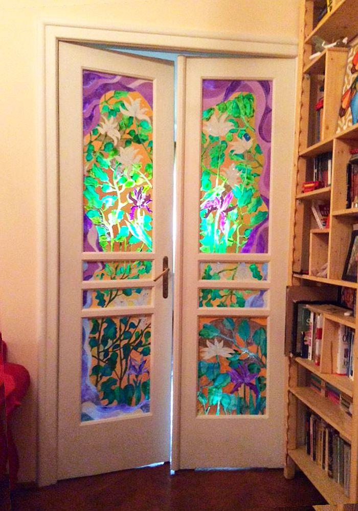 adelaparvu.com personalizare semineu si usi interioare cu picturi, artist Dana Martinescu (7)