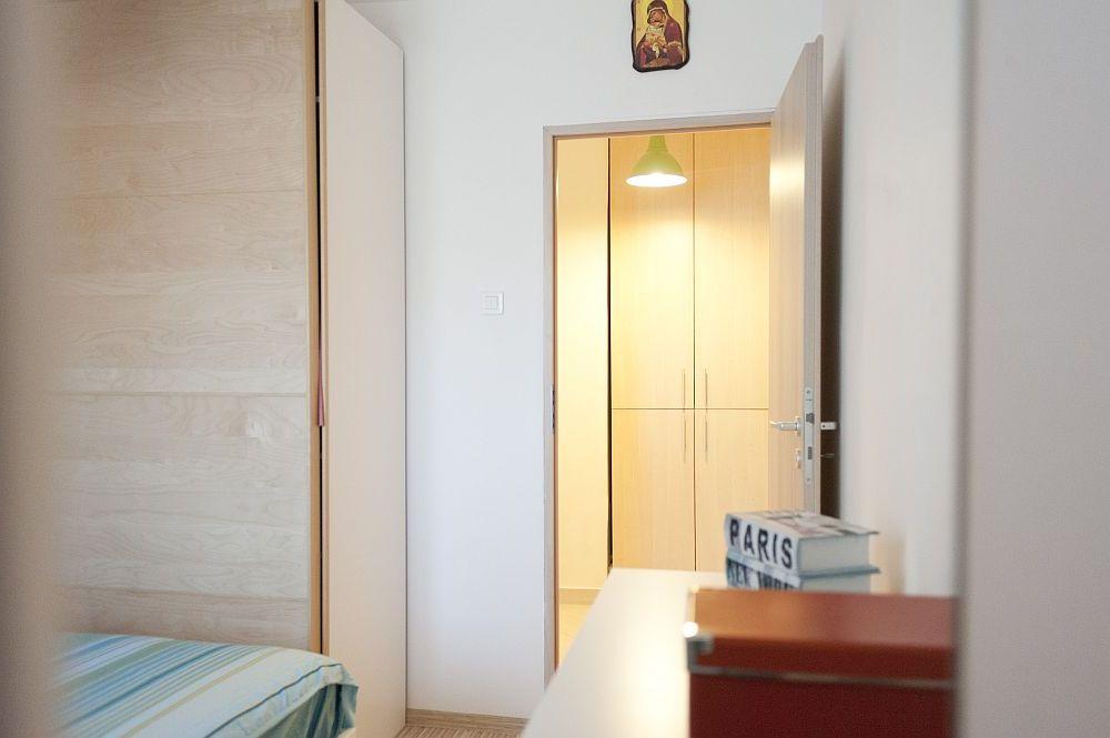 adelaparvu.com despre amenajare colorata intr-un apartament din Bucuresti, designer Aniela Broasca, Foto Dragos Boldea (12)