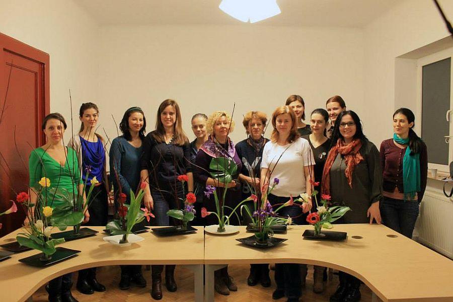 Poza de grup la cursul de decorator floral