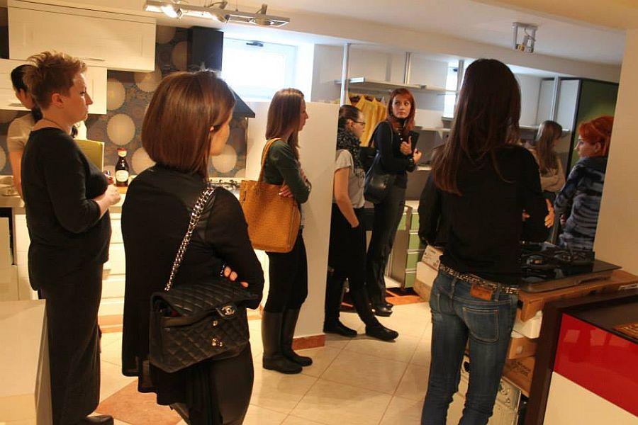 La cursurile de design interior se viziteaza si showroomurile