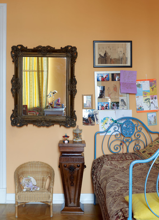 adelaparvu.com despre casa de artist Anna Sokolova, apartament in galben si albastru, locuinta in stil francez (10)