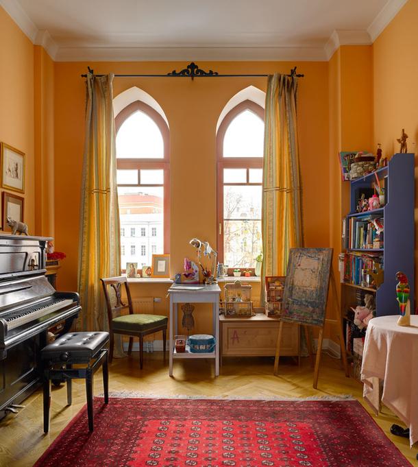 adelaparvu.com despre casa de artist Anna Sokolova, apartament in galben si albastru, locuinta in stil francez (3)