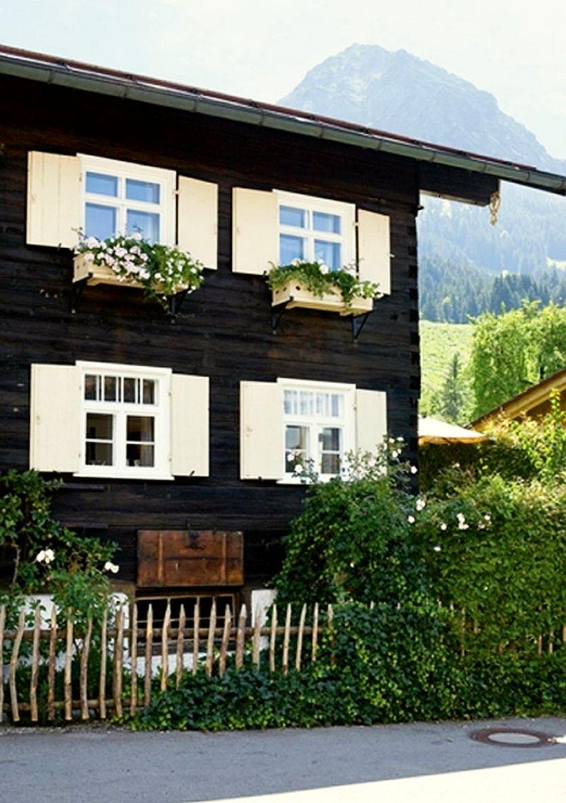 adelaparvu.com despre casa din lemn bavareza cu interior in stil provensal, Foto Red Cover, Christine Bauer (2)