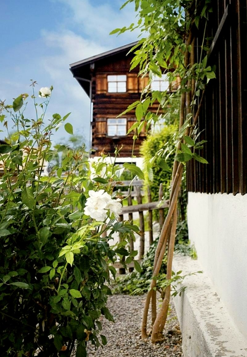 adelaparvu.com despre casa din lemn bavareza cu interior in stil provensal, Foto Red Cover, Christine Bauer (3)