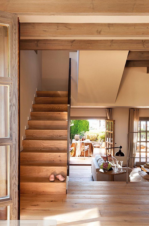 Casa mic pe teren n pant ingenios organizat i frumos for Salones con escaleras interiores