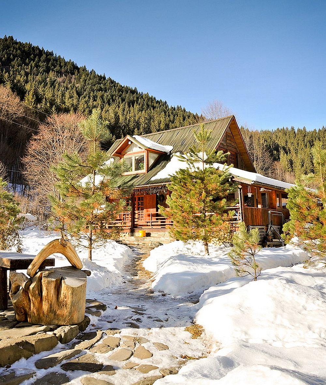 adelaparvu.com despre casa rustica cu gradina langa Piatra Neamt, peisaj de iarna, Foto Romulus Boicu  (1)