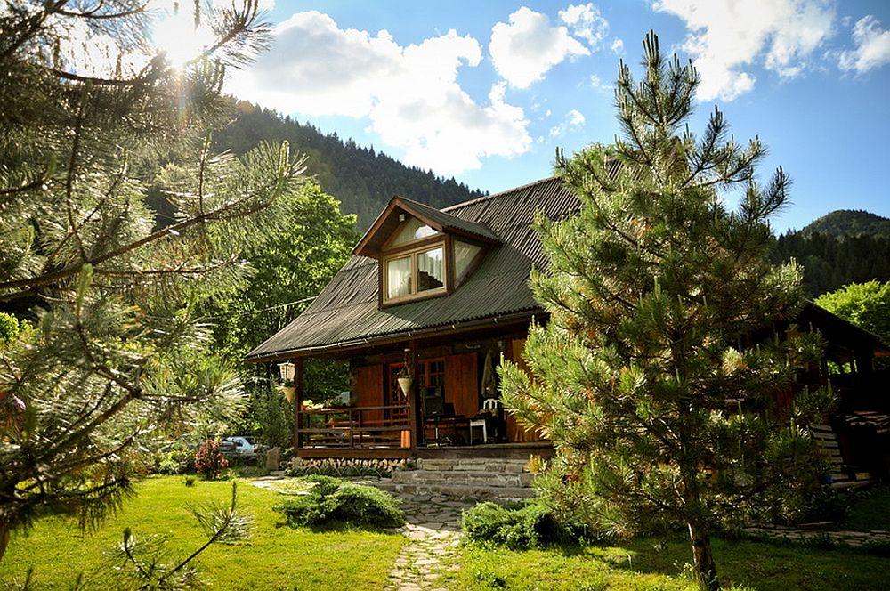 adelaparvu.com despre casa rustica cu gradina langa Piatra Neamt, peisaj de primavara, Foto Romulus Boicu  (1)