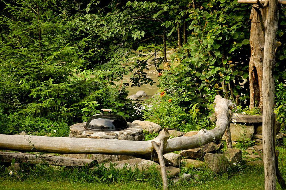 adelaparvu.com despre casa rustica cu gradina langa Piatra Neamt, peisaj de vara, Foto Romulus Boicu  (17)