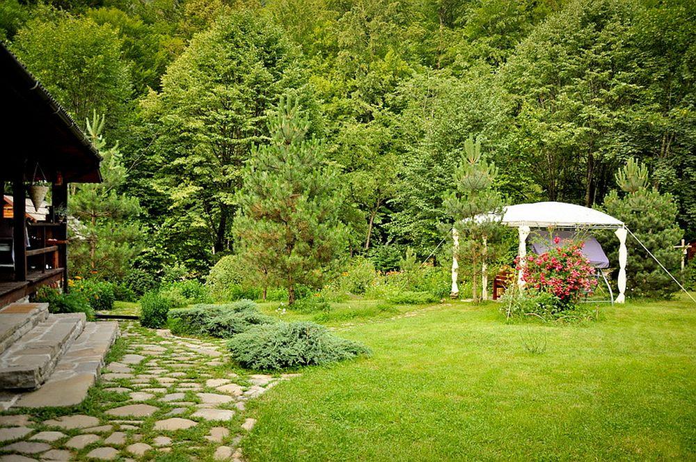 adelaparvu.com despre casa rustica cu gradina langa Piatra Neamt, peisaj de vara, Foto Romulus Boicu  (2)