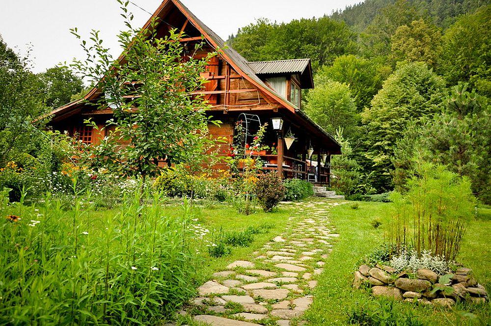 adelaparvu.com despre casa rustica cu gradina langa Piatra Neamt, peisaj de vara, Foto Romulus Boicu  (3)
