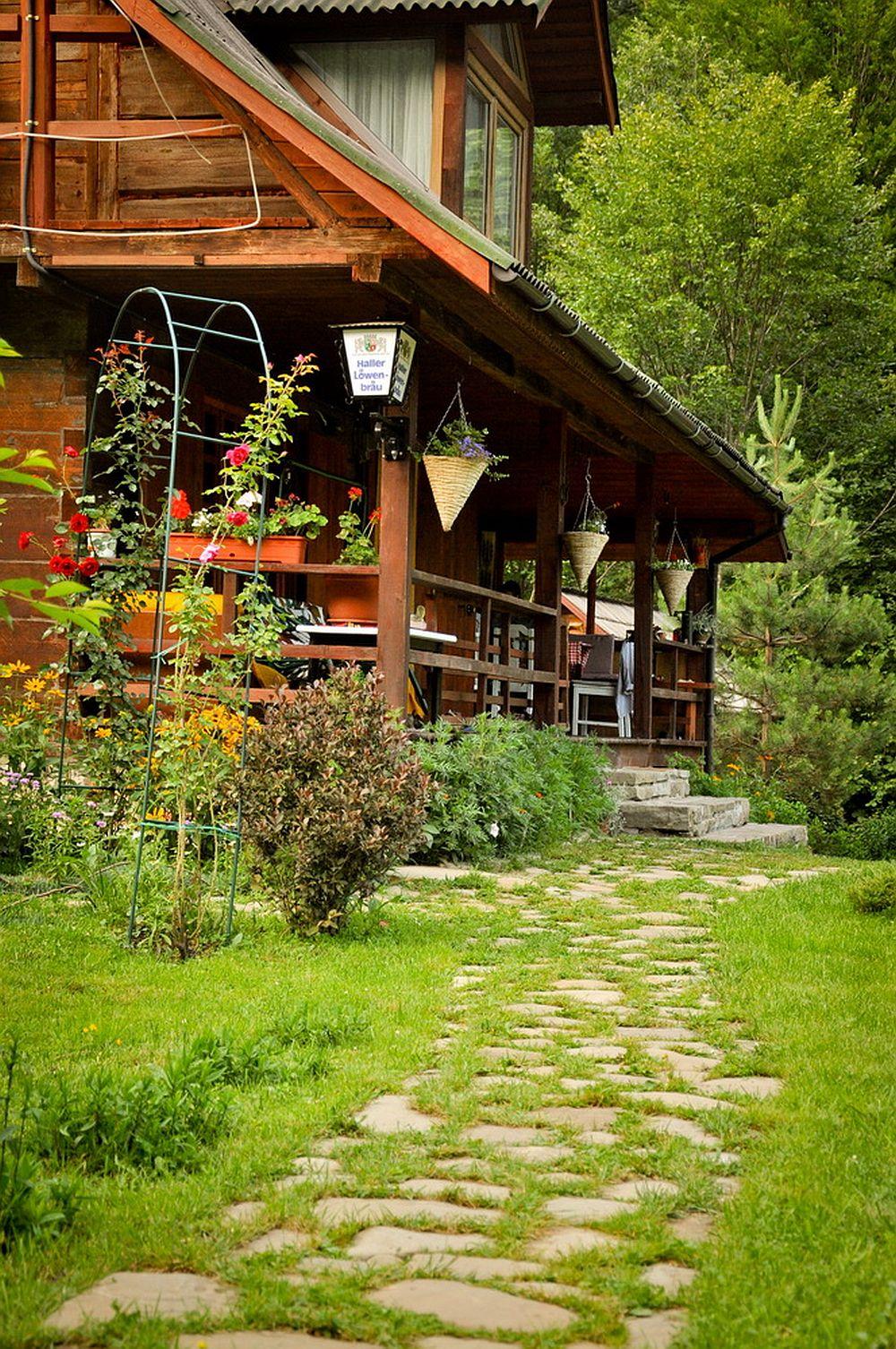 adelaparvu.com despre casa rustica cu gradina langa Piatra Neamt, peisaj de vara, Foto Romulus Boicu  (4)
