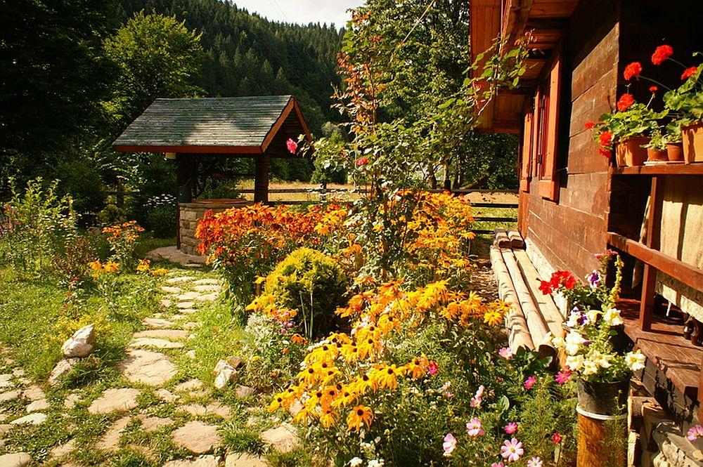adelaparvu.com despre casa rustica cu gradina langa Piatra Neamt, peisaj de vara, Foto Romulus Boicu