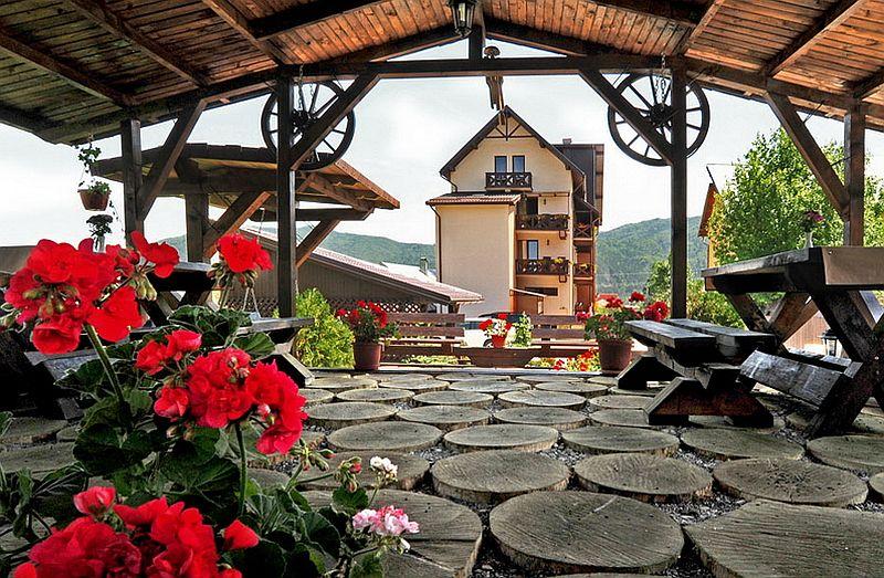 adelaparvu.com despre casa taraneasca Bucovina, casa traditional romaneasca, pensiunea Casa Humor, Foto George Boicu (11)