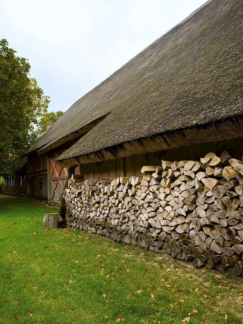 adelaparvu.com despre casa veche taraneasca cu acoperis din stuf trasformata in casa eco, arhitect Magda Adamus, Foto Rafal Lipski (14)