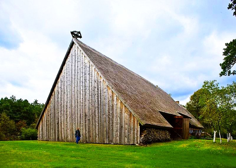 adelaparvu.com despre casa veche taraneasca cu acoperis din stuf trasformata in casa eco, arhitect Magda Adamus, Foto Rafal Lipski (16)