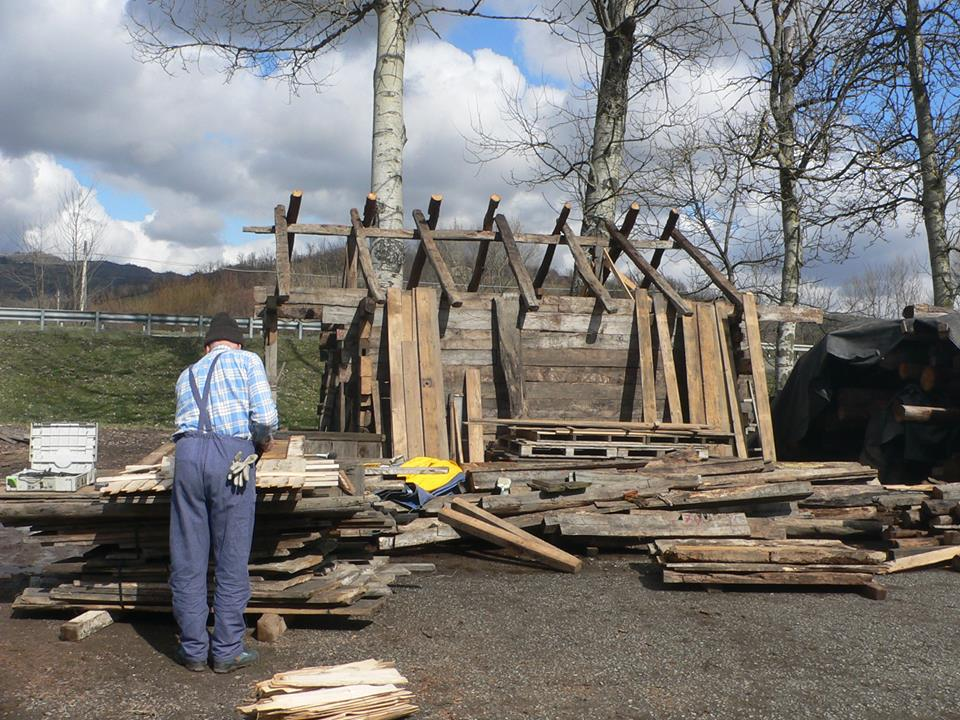 adelaparvu.com despre case din lemn vechi, mester Danut Hotea, case rustice din lemn (2)