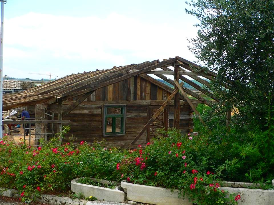 adelaparvu.com despre case din lemn vechi, mester Danut Hotea, case rustice din lemn (8)