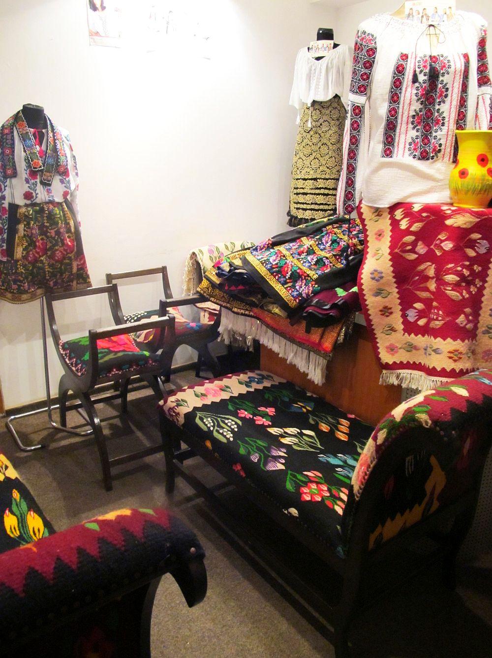 adelaparvu.com despre covoare traditionale si mobila traditionala romaneasca Iiana (4)