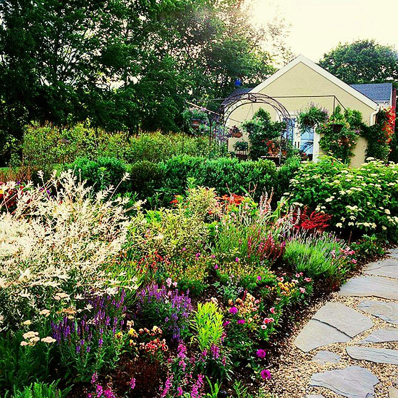 adelaparvu.com despre gradini mici cu flori, Foto BHG (4)