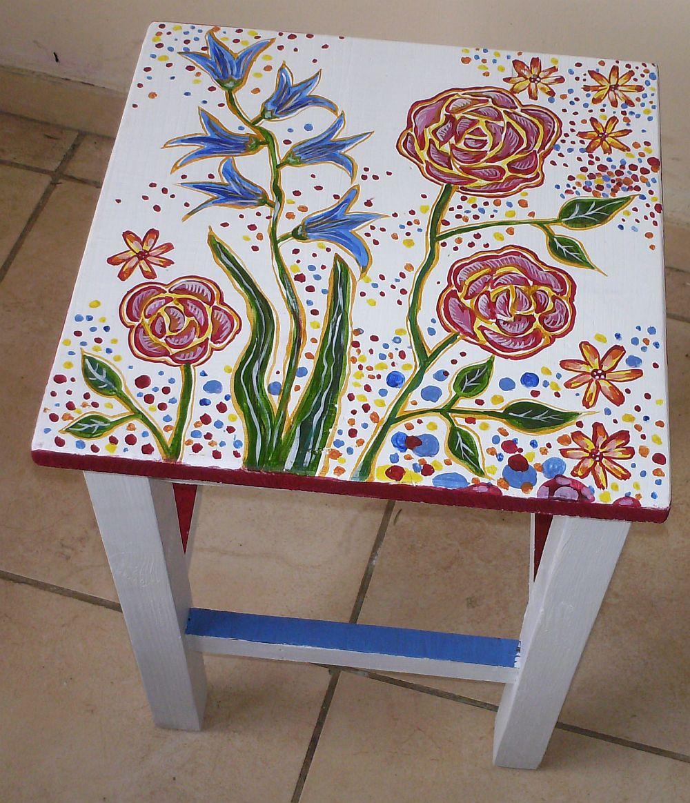 adelaparvu.com despre mobila pictata, cufere, lazi pictate, taburete pictate, artist Agnes Ile (11)