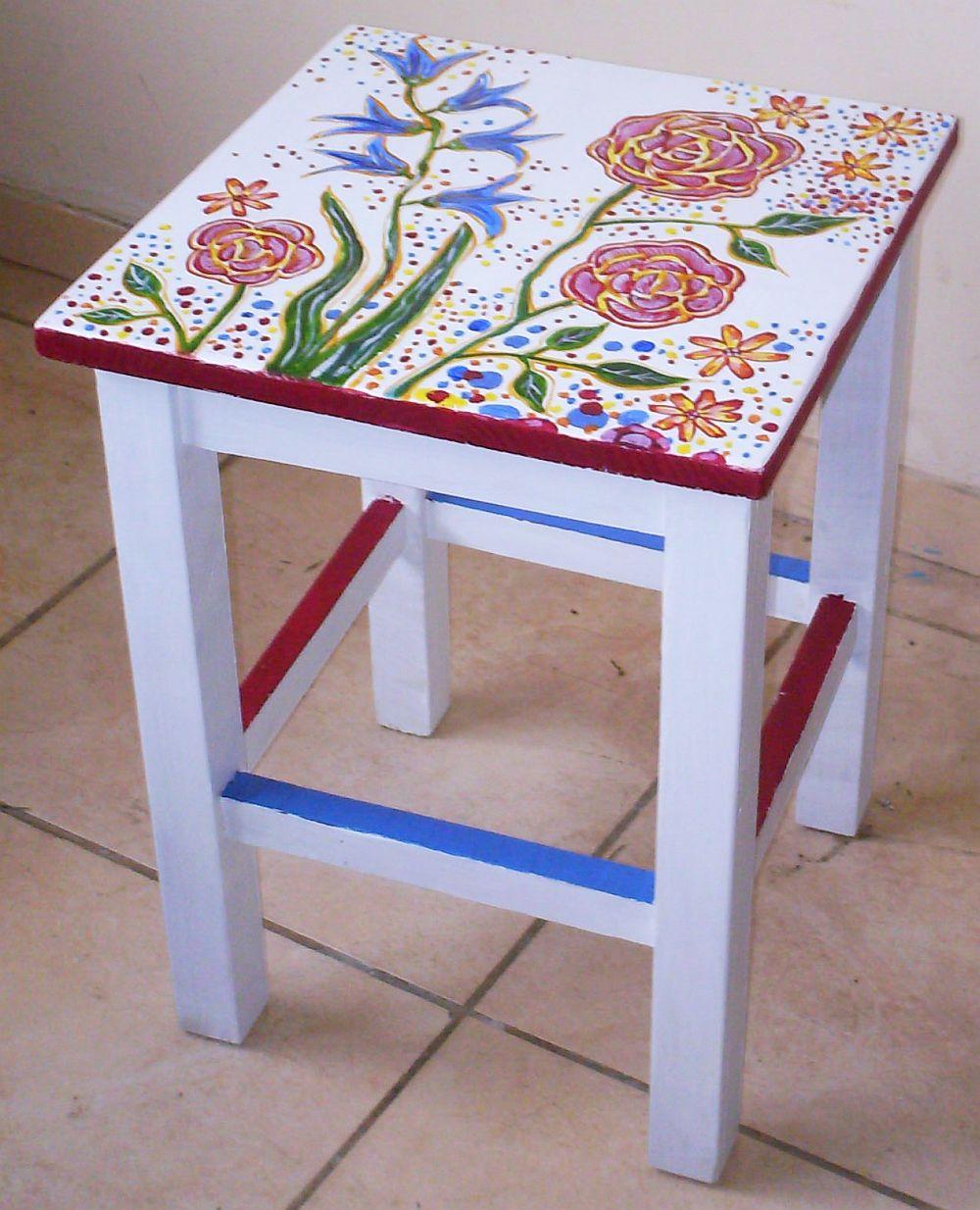 adelaparvu.com despre mobila pictata, cufere, lazi pictate, taburete pictate, artist Agnes Ile (12)