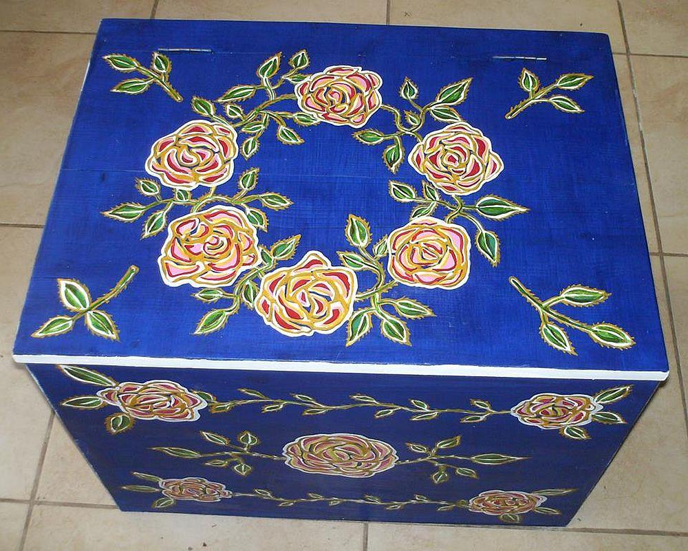 adelaparvu.com despre mobila pictata, cufere, lazi pictate, taburete pictate, artist Agnes Ile (3)