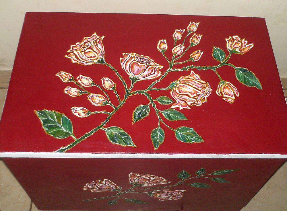 adelaparvu.com despre mobila pictata, cufere, lazi pictate, taburete pictate, artist Agnes Ile (5)