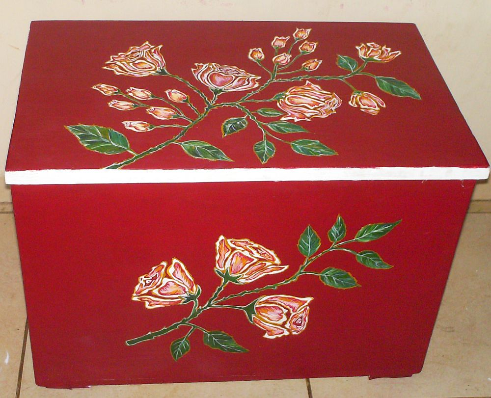adelaparvu.com despre mobila pictata, cufere, lazi pictate, taburete pictate, artist Agnes Ile (6)
