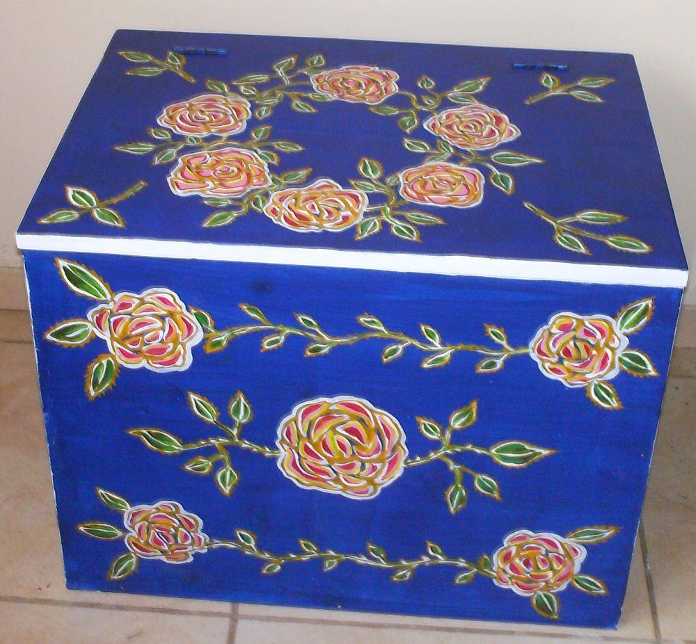 adelaparvu.com despre mobila pictata, cufere, lazi pictate, taburete pictate, artist Agnes Ile (7)