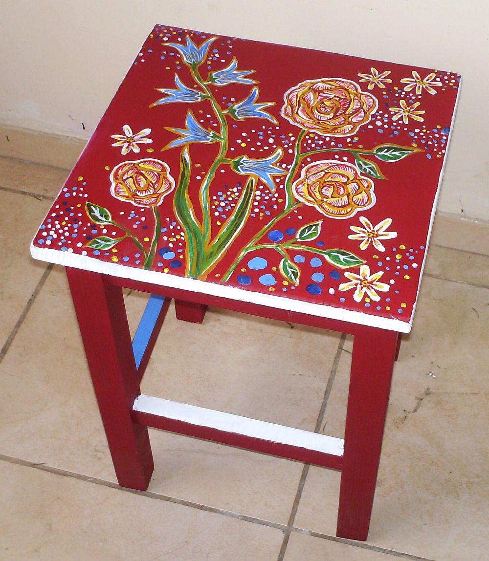adelaparvu.com despre mobila pictata, cufere, lazi pictate, taburete pictate, artist Agnes Ile (8)