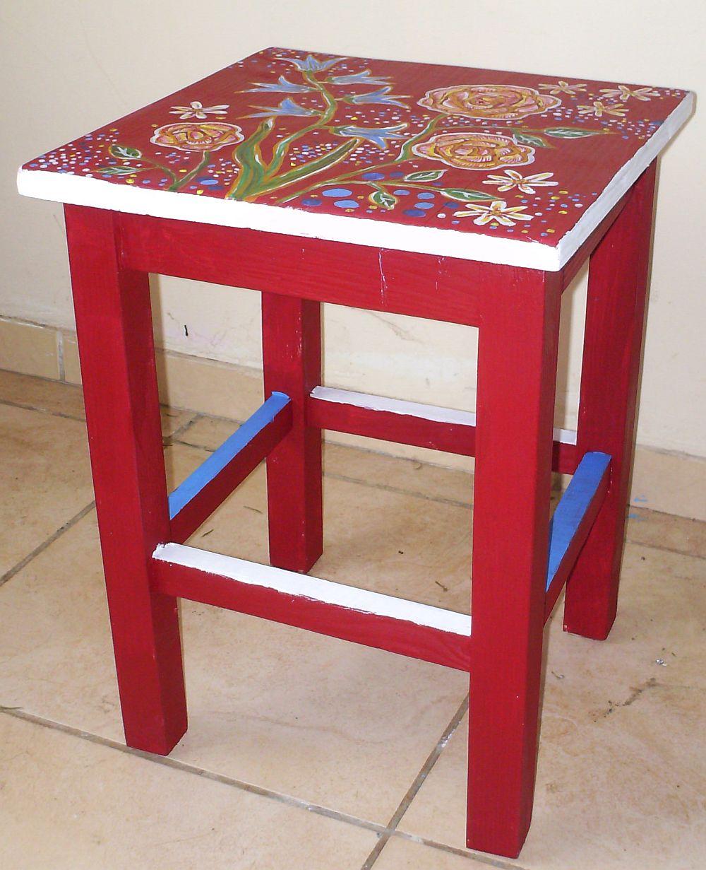 adelaparvu.com despre mobila pictata, cufere, lazi pictate, taburete pictate, artist Agnes Ile (9)