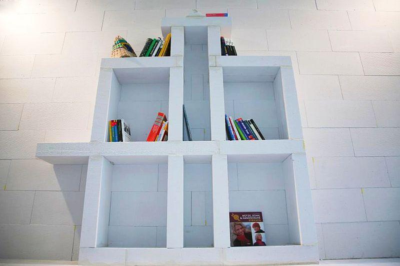 adelaparvu.com despre mobilier fix din BCA, mese insula, rafturi, pereti despartiotori, semineuri cu Ytong Design (4)
