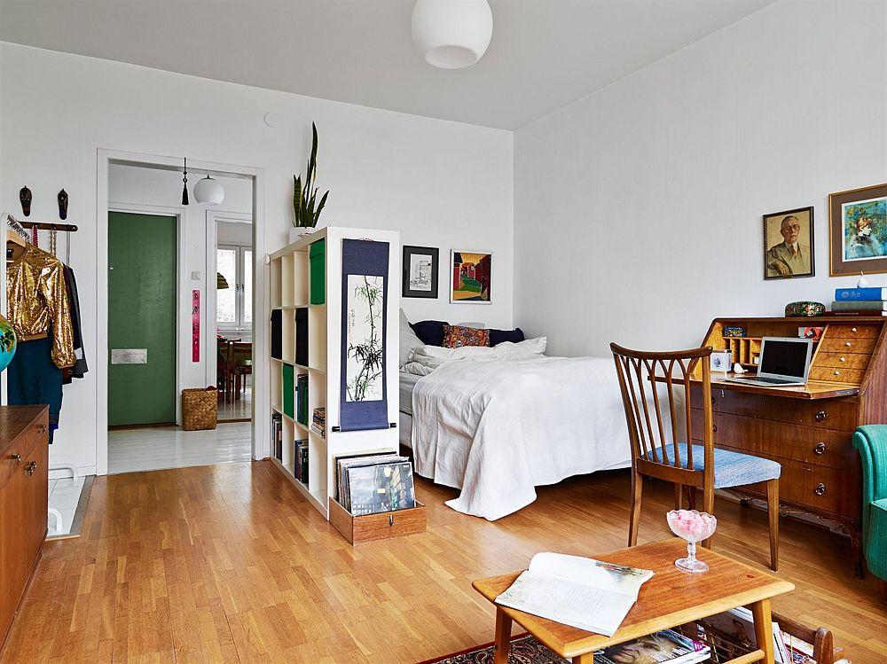 adelaparvu.com, garsoniera cu aer vintage, loc de canapea si pat in aceesi camera, Foto Stadshem (8)