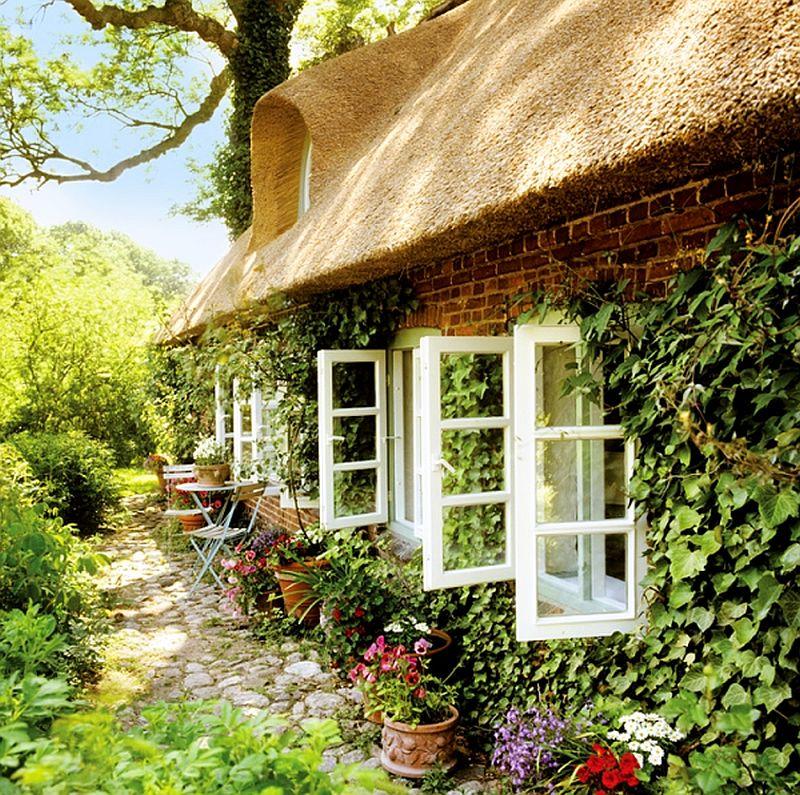 adelaparvu.com casa rustica cu acoperis din stuf, casa Germania, designer Monique Waque, Foto Andreas von Einsiedel (2)