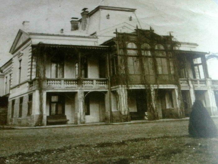 Imagine de arhiva cu vechiul conac