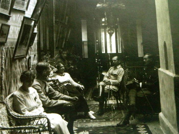 Imagine de arhiva de la interiorul conacului