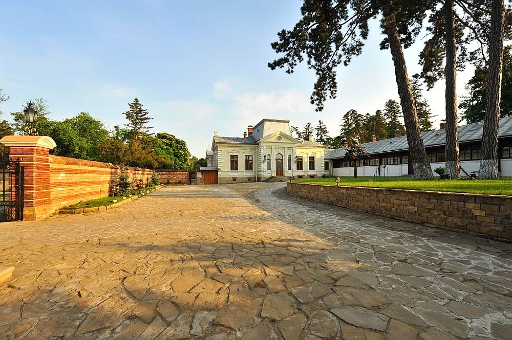 adelaparvu.com despre Conacul Polizu, Polizu Manor, Romania (8)