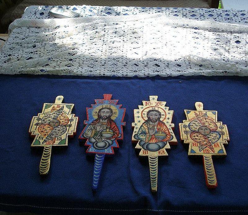 adelaparvu.com despre Corina Petculesc, Dragos Petculescu, mobila traditionala pictata, icoane ortodoxe pictate pe sticla si lemn (1)
