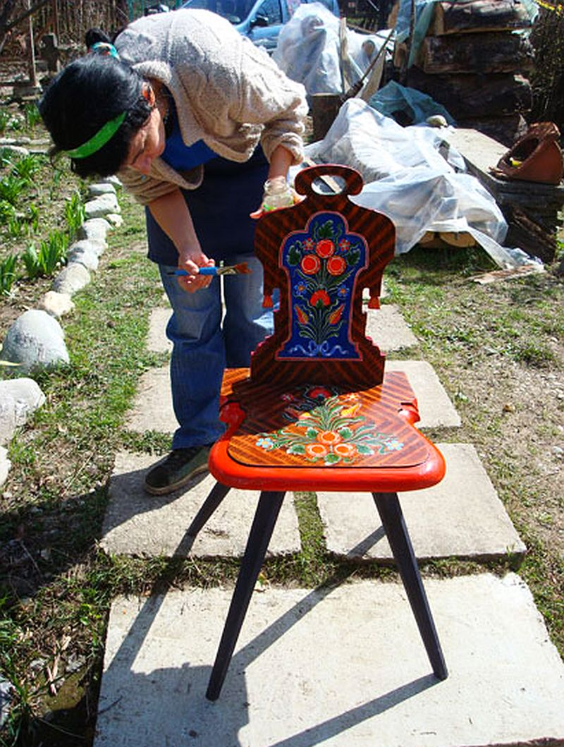 adelaparvu.com despre Corina Petculesc, Dragos Petculescu, mobila traditionala pictata, icoane ortodoxe pictate pe sticla si lemn (11)