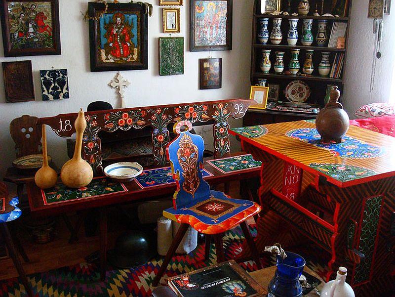 adelaparvu.com despre Corina Petculesc, Dragos Petculescu, mobila traditionala pictata, icoane ortodoxe pictate pe sticla si lemn (15)