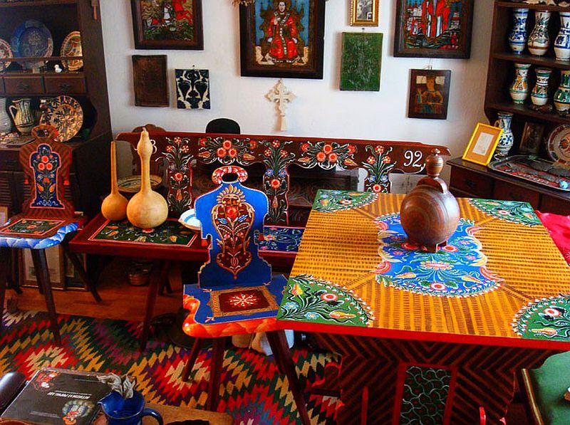 adelaparvu.com despre Corina Petculesc, Dragos Petculescu, mobila traditionala pictata, icoane ortodoxe pictate pe sticla si lemn (16)