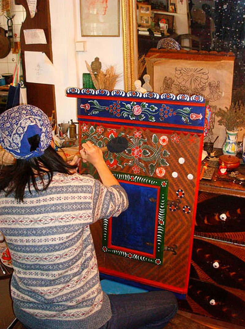 adelaparvu.com despre Corina Petculesc, Dragos Petculescu, mobila traditionala pictata, icoane ortodoxe pictate pe sticla si lemn (20)