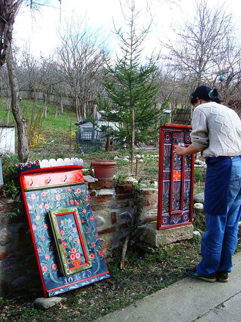 adelaparvu.com despre Corina Petculesc, Dragos Petculescu, mobila traditionala pictata, icoane ortodoxe pictate pe sticla si lemn (22)