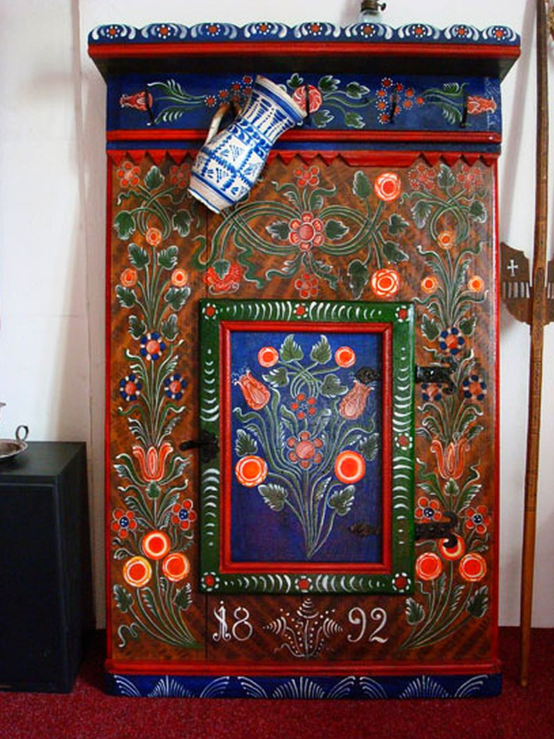 adelaparvu.com despre Corina Petculesc, Dragos Petculescu, mobila traditionala pictata, icoane ortodoxe pictate pe sticla si lemn (23)