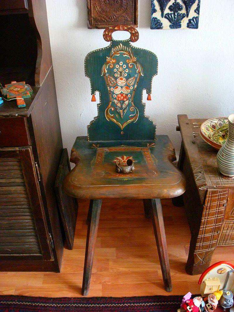 adelaparvu.com despre Corina Petculesc, Dragos Petculescu, mobila traditionala pictata, icoane ortodoxe pictate pe sticla si lemn (3)