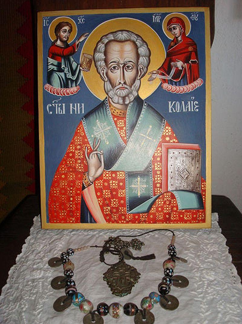 adelaparvu.com despre Corina Petculesc, Dragos Petculescu, mobila traditionala pictata, icoane ortodoxe pictate pe sticla si lemn (34)