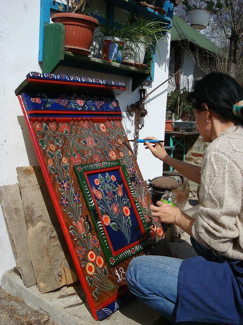 adelaparvu.com despre Corina Petculesc, Dragos Petculescu, mobila traditionala pictata, icoane ortodoxe pictate pe sticla si lemn (4)